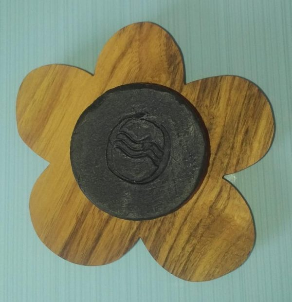 Porte-savon forme de fleur en bois avec savon